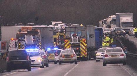W Chester Bypass Crash closes A483 Wrexham bypass - BBC News