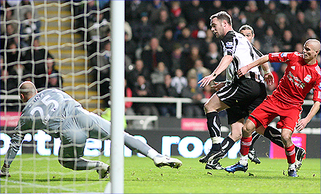 Kevin Nolan pounces at the near post to put Newcastle ahead in their game against Liverpool