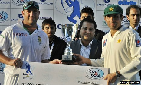 Skippers Jacques Kallis and Misbah-ul-Haq share the Test series trophy