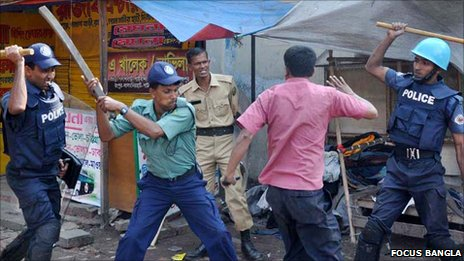 Security forces beating garment workers in Chittagong, Bangladesh, 12 December 2010