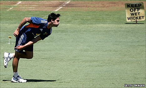 Mitchell Johnson bowls in practice
