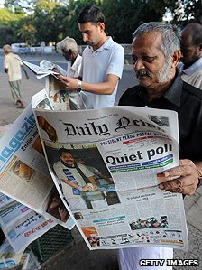 Newspaper readers in Sri Lanka