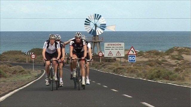 Alistair Brownlee with members of the GB triathlon team