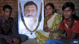 Ketadi Ramchandra Moorthy's family with his photograph