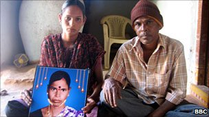 Mylaram Kallava's daughter and father with their mother's photograph