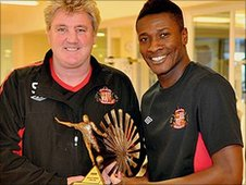 Steve Bruce presents the award to Gyan