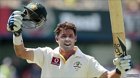Mike Hussey reaches his hundred against England at the Waca