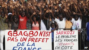 Supporters of Laurent Gbagbo at a rally on 19/12/10