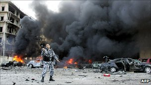 Police officer at scene of car bomb in 2005
