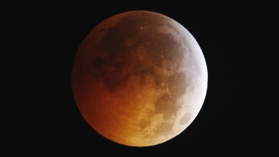 Total lunar eclipse pictured from New York
