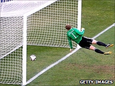 Referee Jorge Larrionda judged that Frank Lampard's shot against Germany in the World Cup did not cross the line