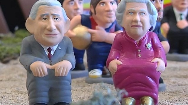 Caganer statues of the Queen and Prince Charles