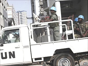 UN peacekeepers patrol street in Abidjan, 22 Dec 10