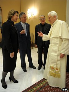 Christine Morgan (Exec Producer Thought for the Day), and David Willey (BBC Vatican correspondent), with Father Federico Lombardi and the Pope.