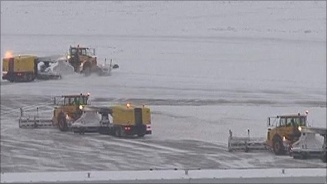 Snow ploughs at Brussels airport