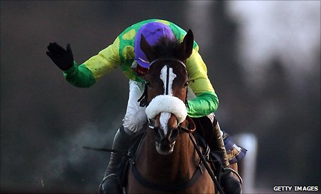 Ruby Walsh rides Kauto Star to victory in 2009