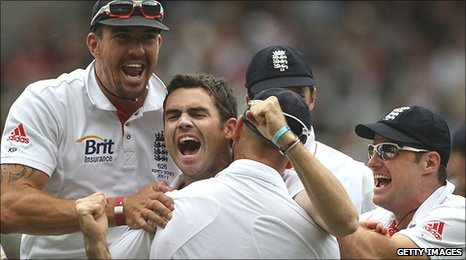 James Anderson removes Mike Hussey