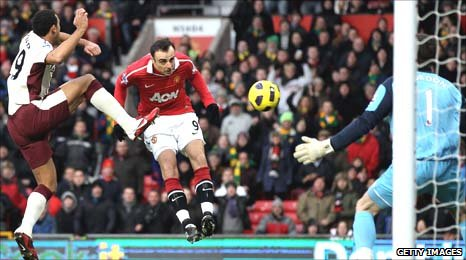 Berbatov (centre) plants a downward heard past keeper Gordon to open the scoring