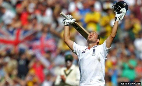Jonathan Trott celebrates at the MCG