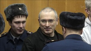 Mikhail Khodorkvosky (centre) arriving in the courtroom