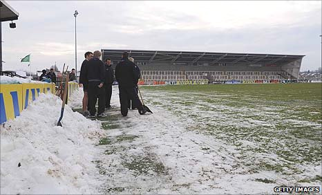 Snow collected at the side of Kingston Park