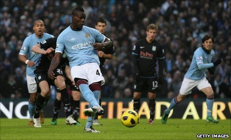 Mario Balotelli puts Man City ahead from the penalty spot