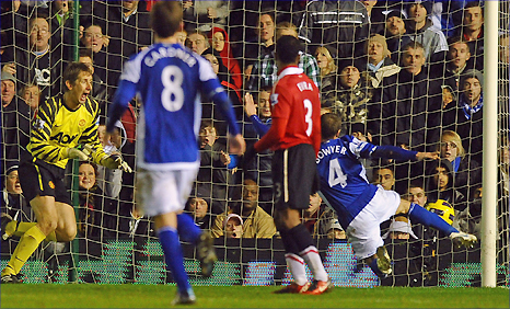 Lee Bowyer (right) arrives to equalise for Birmingham against Man Utd