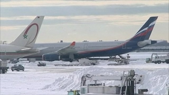Aeroplanes snowed in at New York&#039;s JFK airport