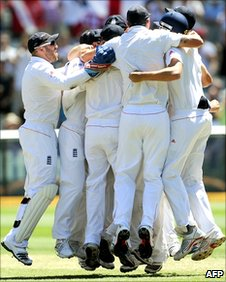 England celebrate retaining the Ashes