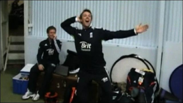 Ashes: England cricket players practice sprinkler dance