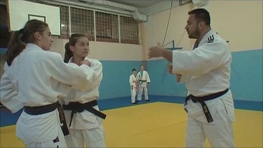 Majlinda Kelmendi (centre) wants to compete under the Kosovan flag in London in 2012