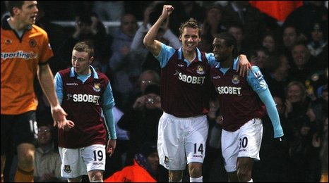 Hammers celebrate