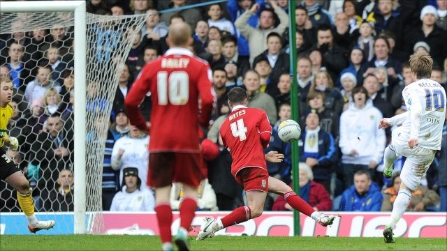 Luciano Becchio scores for Leeds