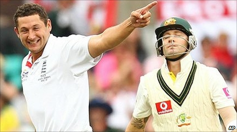 Tim Bresnan removes Michael Clarke