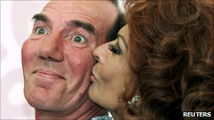 Pete Postlethwaite and Sophia Loren