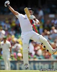 Matt Prior reaches his hundred at the SCG