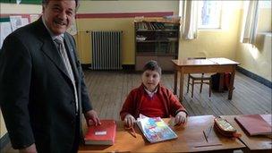 Yorgo Istefanopulos (l) and pupil Valendi Mihailidis (r)