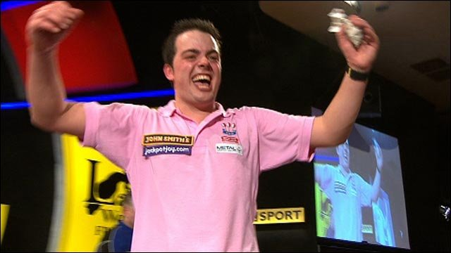 Comeback kid Dekker uses all nine lives at the Lakeside