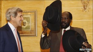 Salva Kiir (right) holds a hat he received from US Senator John Kerry during their meeting in Juba, 8 January 2011