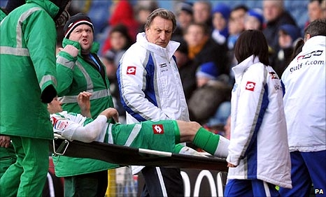 Neil Warnock looks at injured QPR striker Jamie Mackie