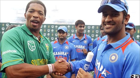 South Africa's Makhaya Ntini (left) and Indian captain MS Dhoni