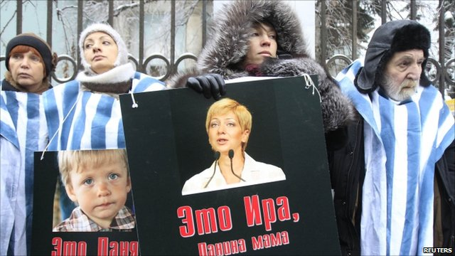 Activists hold portraits of journalist Irina Khalip and her son Danil during a rally in front of the Belarus embassy in Moscow (December 27, 2010)