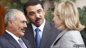 Yemeni President Ali Abdullah Saleh (L) with Hillary Clinton in Sanaa, 11 January