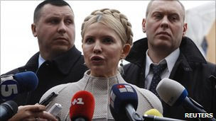 Ukrainian opposition leader Yulia Tymoshenko arrives at the state prosecutor's office (22 Dec 2010)