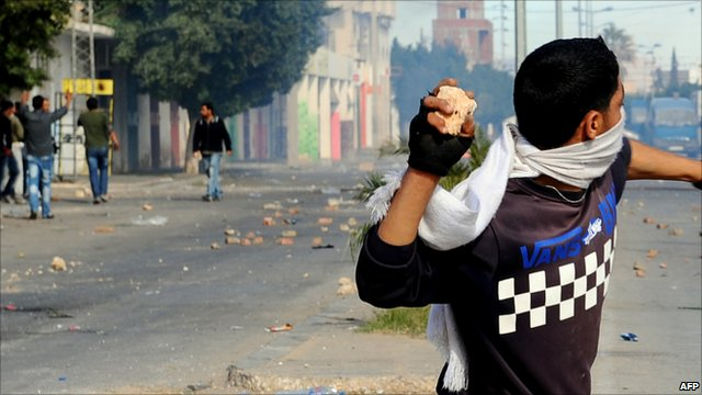 Demonstrator prepares to throw a stone in Tunes (10 January 2011)
