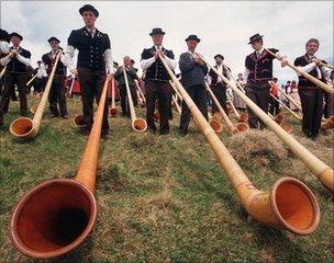 Alp horn players