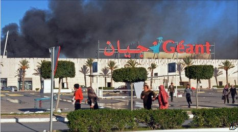 Supermarket ransacked in Bizerte, Tunisia (15 January 2011)