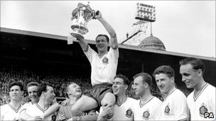 Nat Lofthouse holding the FA Cup