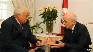 Tunisian Prime Minister Mohammed Ghannouchi (R) meets Tunisia&#039;s opposition left-wing Ettajdid (Renewal) party leader Ahmed Brahim.