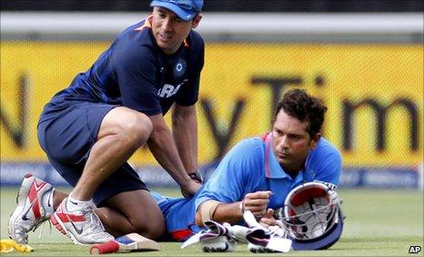 Sachin Tendulkar receives tratment after injuring his hamstring